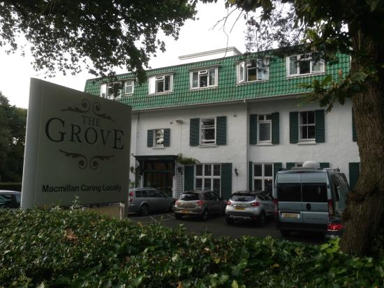 The Grove Hotel : Nice looking hotel