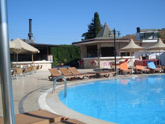Golden Beach Deluxe Hotel: basen03