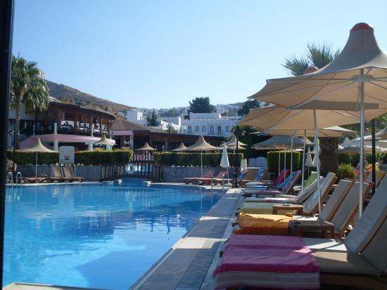 Golden Beach Deluxe Hotel: Basen01
