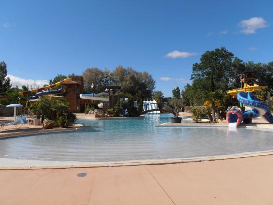 Piscine d couverte et toboggans photo de domaine le for Camping nyons piscine