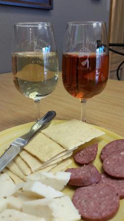 Snowy Peaks Winery: Wine & Colorado made snacks. ..yum