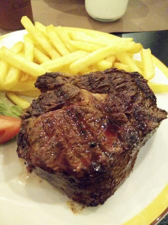 Maredo Restaurant: Rib eye special menu - €25 for this and a salad