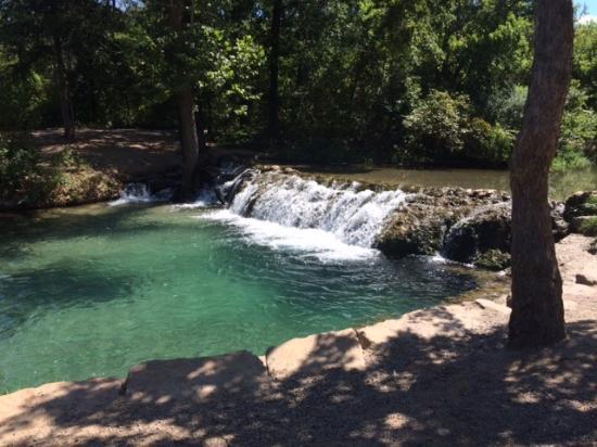 The Artesian Hotel, Casino & Spa : Springfed Creek in Chickasaw National Park