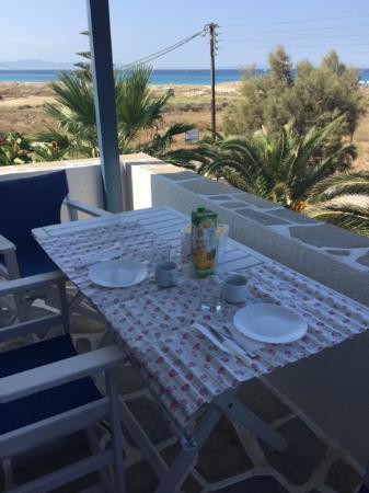 Coralli Beach Apartments: Colazione dalla terrazza vista mare!