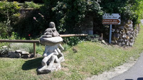 Chemin des Pierres Sculptees