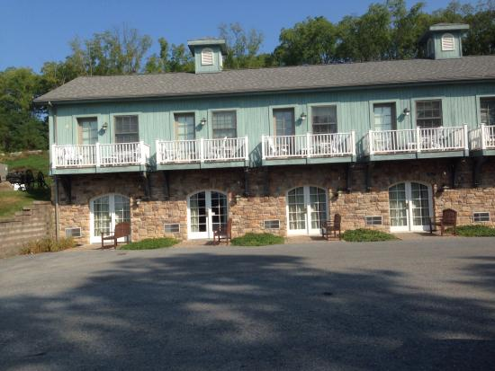 Esperanza Mansion: The inn where the rooms are located.