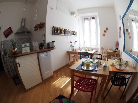 Gli Artisti Bed & Breakfast : Kitchen and breakfast room