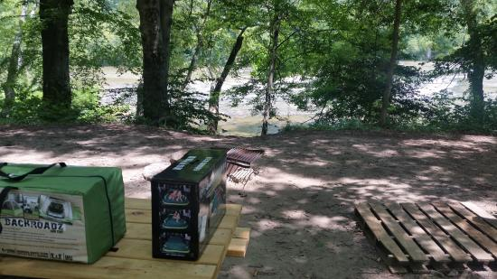 Hot Springs Resort & Spa: Campsite # 449. You can walk over the bank and directly in to the water!