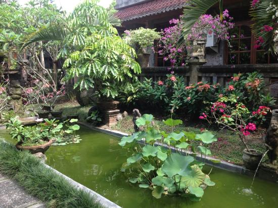Gunung Merta Bungalows: The beautiful gardens are a delight
