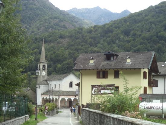 Scopa, Italia: vista dall esterno strada principale