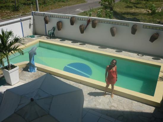 Intermares, PB: Minha esposa na piscina do hotel