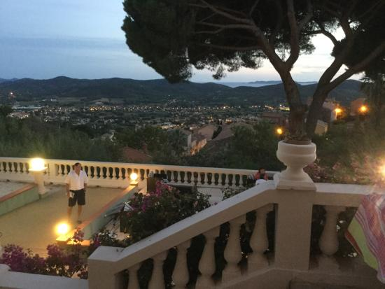 Le Grand Hotel Bormes : Lovely hotel , gentle breezes, above the sea