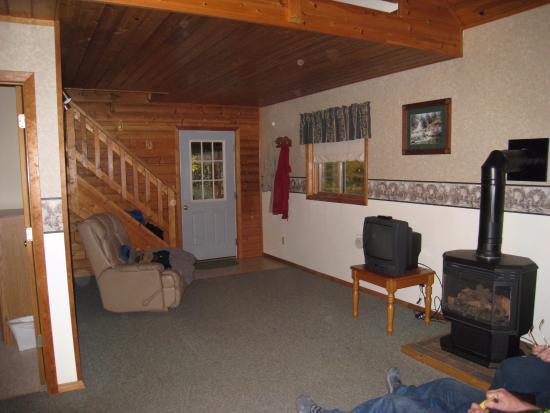 Scott's Superior Inn & Cabins: living room of White Tail cabin