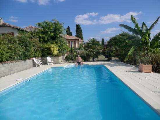 Coulx, France : The lovely pool