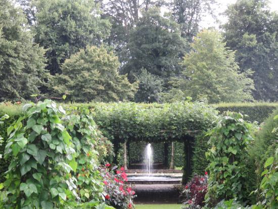 Kendal, UK: Levens Hall gardens
