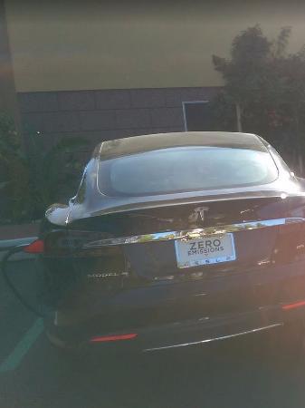 อูไคย่า, แคลิฟอร์เนีย: charging