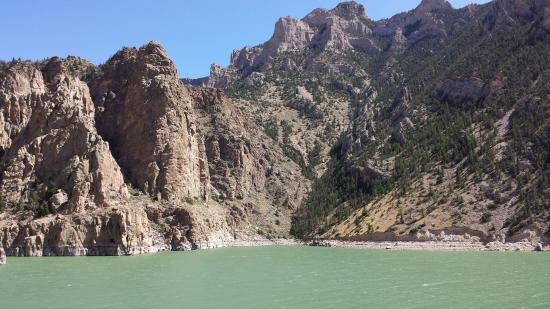 The Buffalo Bill Reservoir : view from the side
