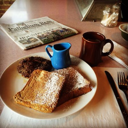 Main Street Diner : French toast, sausage and coffee