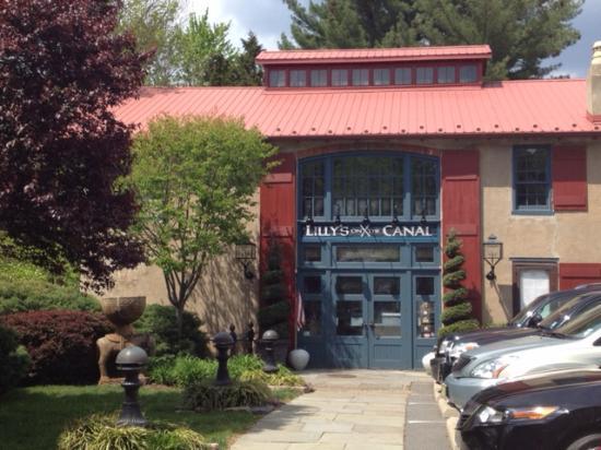 Lambertville, NJ: Exterior of Lilly's