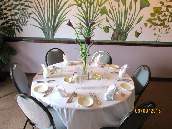 Magdy's: Table setting