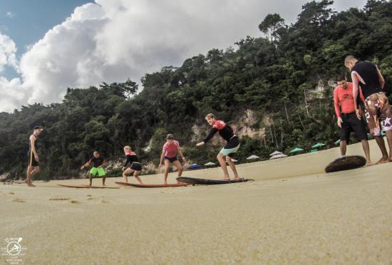 Surf Camp Pipa: aula de surf