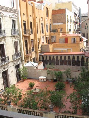 Happy Apartments: Palau Guell