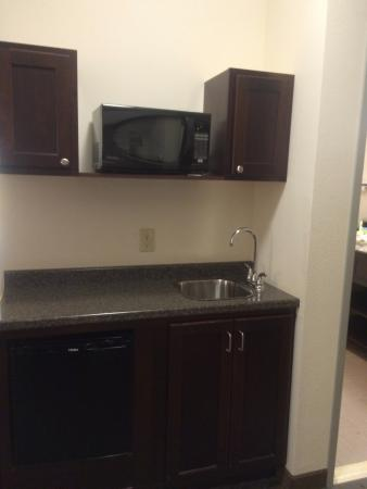 Holiday Inn Express in Plainville: Wet Bar