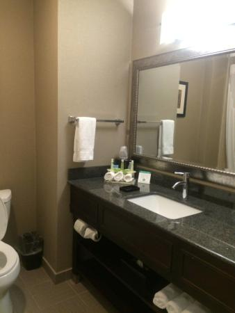 Holiday Inn Express in Plainville: Bathroom