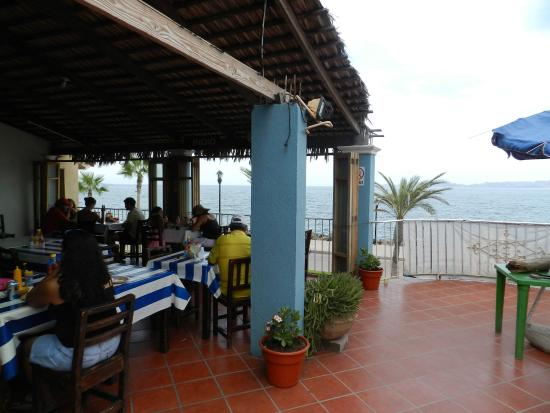 El caloron: Covered 2nd floor dining area