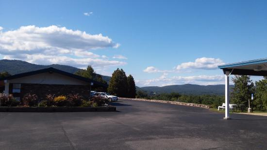 Lake George NY Travelodge: View from the main office