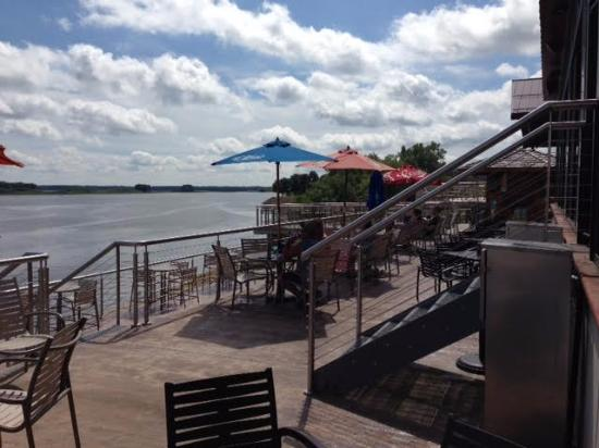 Off Shore Bar and Grill: River View from Outdoor Patio