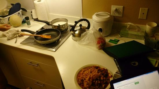 Extended Stay America - Los Angeles - Glendale: kitchen