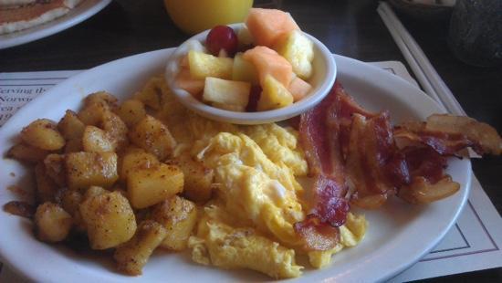 Olde Tymes Restaurant: hearty but greasy breakfast platter