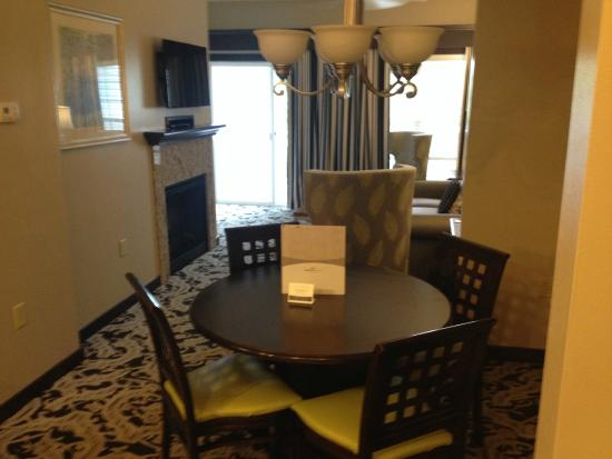 Bluegreen Parkside Williamsburg, Ascend Resort Collection : Dining Table looking at living room and balcony