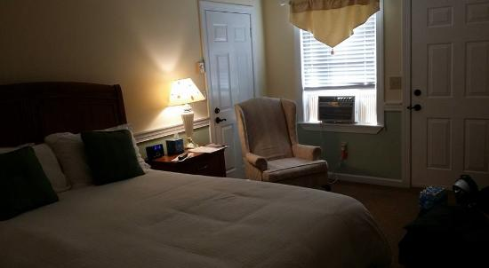The Inn at Elk River: Scarlet Oak Room