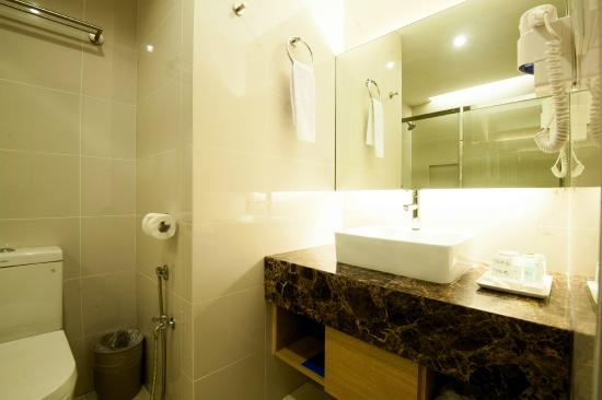 Crystal Crown Hotel Petaling Jaya: Bathroom