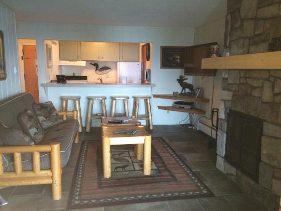 Chateau LeVeaux on Lake Superior: Livingroom Area