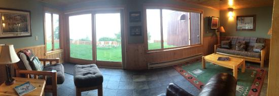 Chateau LeVeaux on Lake Superior: Sunroom Sitting Area