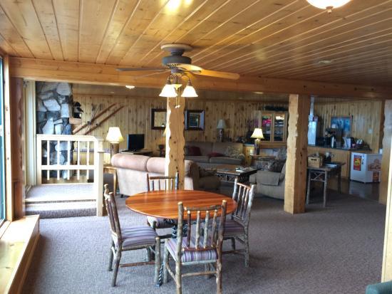 Chateau LeVeaux on Lake Superior: Main Lodge Sitting Area