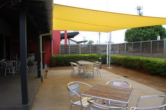 The Birdcage Hotel Pty Ltd: large Outside Smoking Area