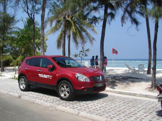 Transit Beach View Hotel : TRANSIT CAR & BEACH