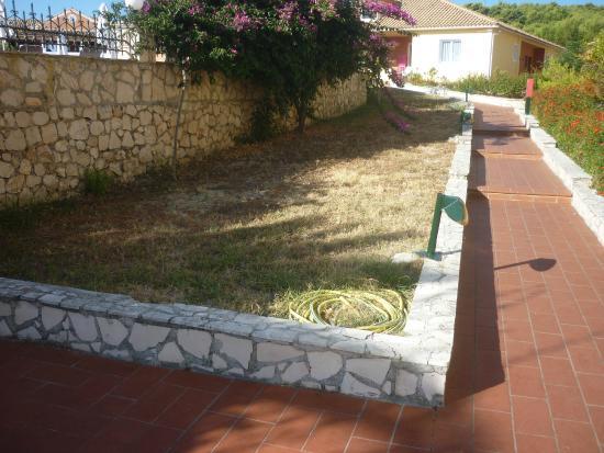 Giardini non curati foto di keri village spa by zante - Giardini curati ...