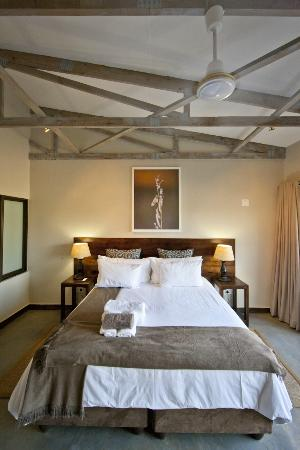 Bushveld Terrace Hotel & Guest House: Luxury Room with king size bed