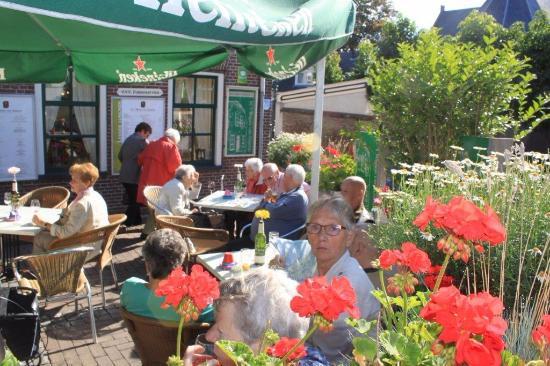 Ameide, เนเธอร์แลนด์: Met z,n allen even een drankje voor dat we gaan eten