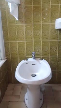 Salle de bain à l\'ancienne mais très propre - Photo de ...