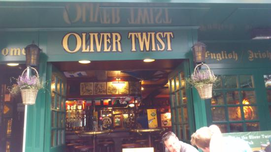 Lovely fish and chips from oliver twist pub in zurich for Seafood bar zurich