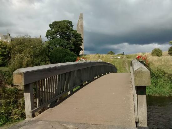 Castle Arch Hotel: River Boyne walk