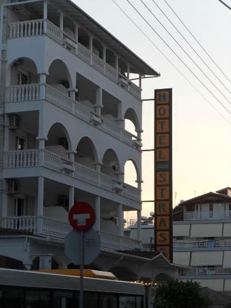 Strass Hotel: Отель в греческом стиле.