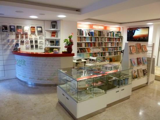 Petit Bookstore