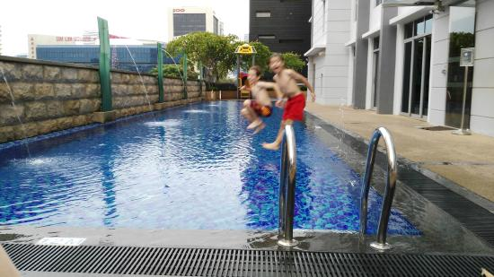 La piscina picture of parc sovereign hotel albert st singapore tripadvisor - Singapore hotel piscina ...